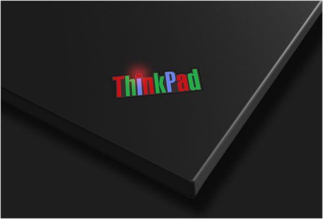 Красочный логотип-это одна из характерных особенностей старых моделей серии ThinkPad