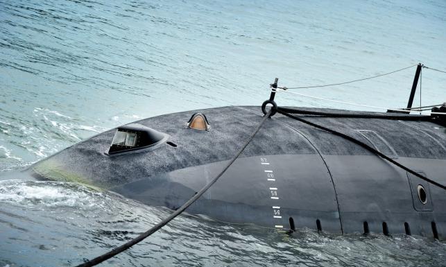 7313225-okret-podwodny-643-385