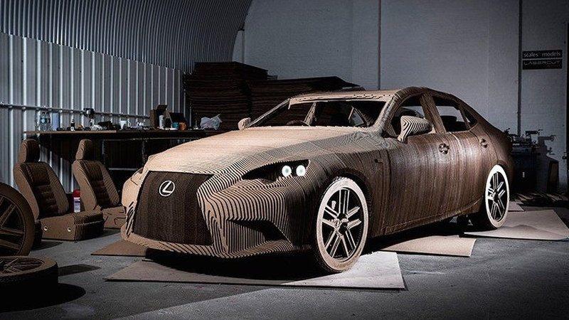 Картонный Lexus IS