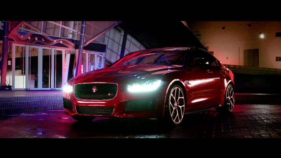 9433461-jaguar-xe-pack-shot-reveal-film
