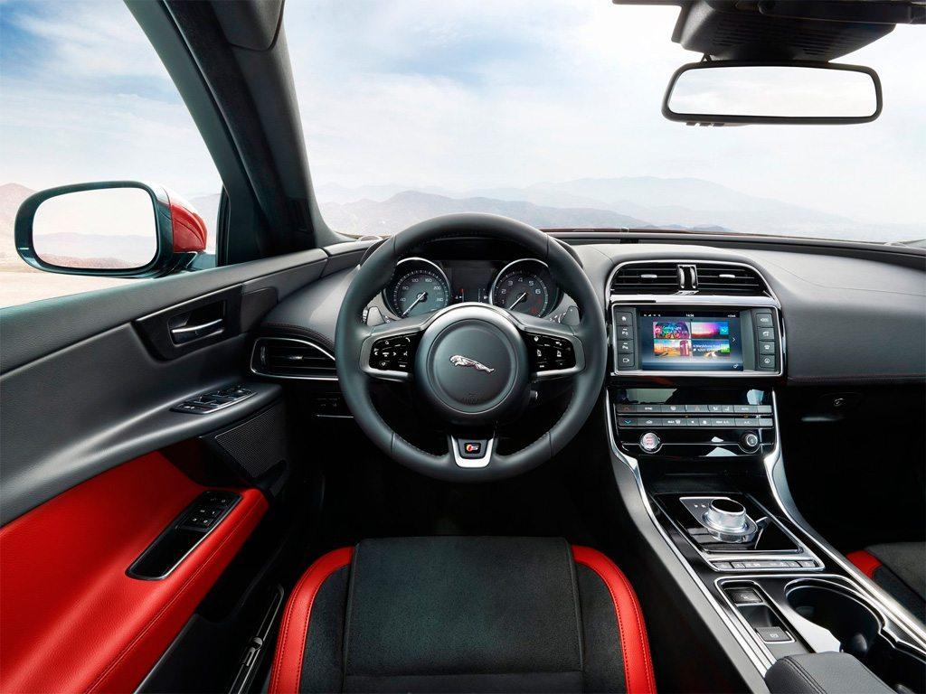 Jaguar-XE-int