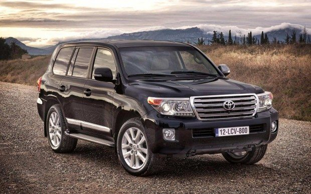 2012-toyota-land-cruiser-v8-photo-10-hugemotor-620x387