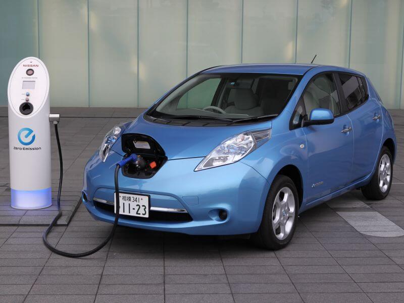 elektromobili-nissan-leaf