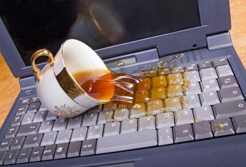 ноутбук залитый водой