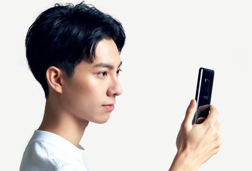 HTC U11 EYEs официально представлен - смартфон имеет что предложить