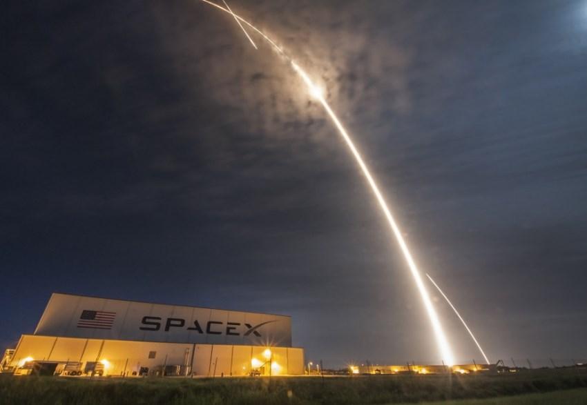 """SpaceX открывает для себя новое направление """"спутниковый Интернет"""""""