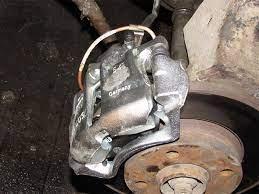 заменить или отремонтировать тормозные суппорты