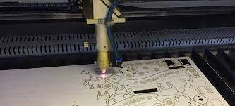 Какой лазерный станок выбрать для изготовления рекламной продукции
